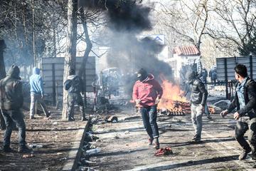 Scontri tra polizia e migranti al confine tra Turchia e Grecia - foto IV. andromeda Shutterstock.jpg
