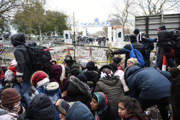 Migranti al confine greco-turco - foto di IV. Murat - Shutterstock.jpg