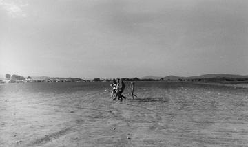 Migranti in cammino, foto Edoardo Garonzi - One Bridge to Idomeni