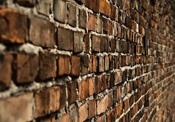 A wall - oshkar/flickr
