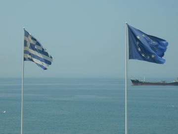 Bandiere greca ed europea, foto Elias Bizannes - Flickr.jpg