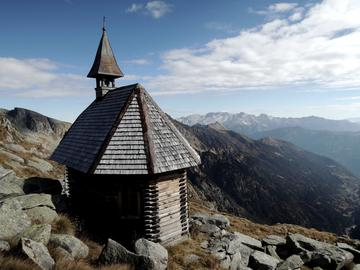 The church on Carè Alto build by Russian prisoners in 1917 (photo Marco Abram)