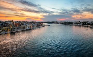 Tramonto sul porto di Brindisi (foto ©Kirk Fisher/Shutterstock)