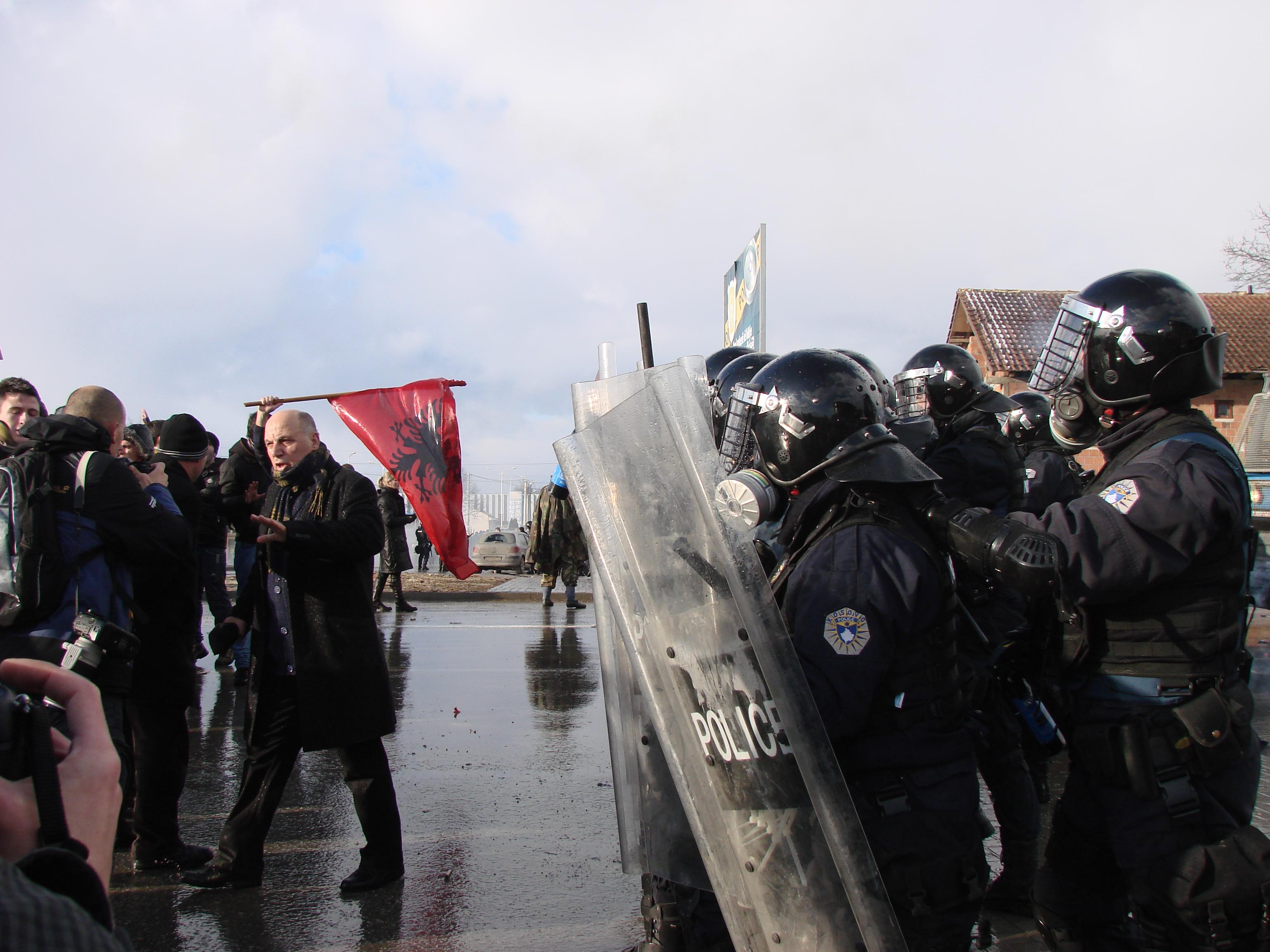 Scontri tra Vetevendosje e polizia del Kosovo