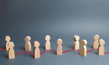Immagine astratta: persone stilizzate suddivise da una linea