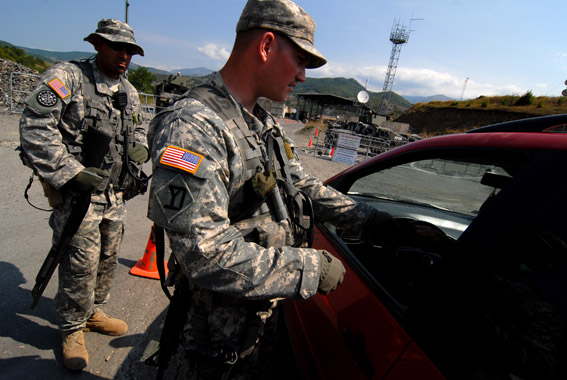 Soldati americani a Jarinje, Kosovo settentrionale