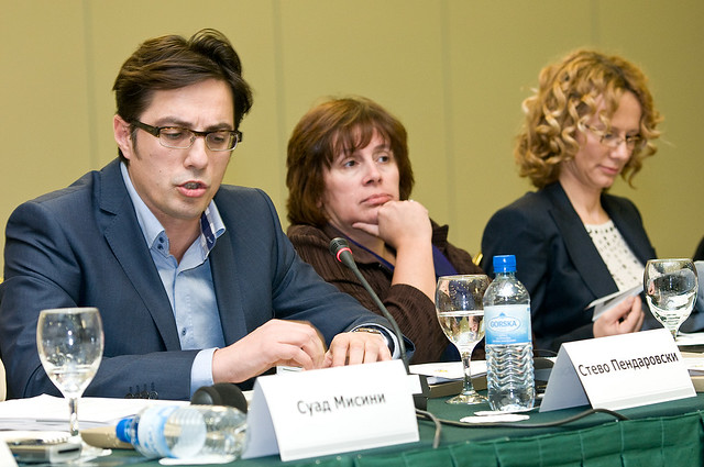 A sinistra il neo presidente eletto Stevo Pendarovski (foto di Vanco Dzambaski)
