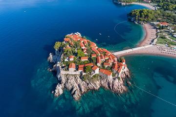 Vista aerea di Sveti Stefan © Aleksei Kazachok/Shutterstock