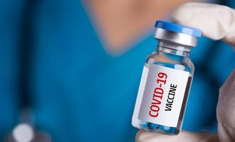 Fialetta di vaccino anti covid19 © siam.pukkato/Shutterstock
