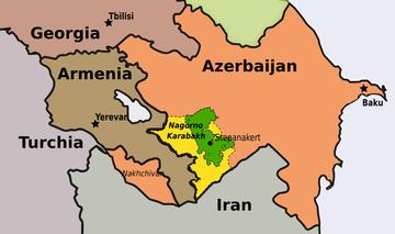 In verde è indicato il territorio che la regione autonoma del Nagorno Karabakh occupava in epoca sovietica, in giallo i territori occupati dalle autorità de facto di Stepanakert al di fuori di quell'area