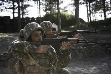Militare lungo la linea di contatto in Nagorno-Karabakh (Angelo Emma)