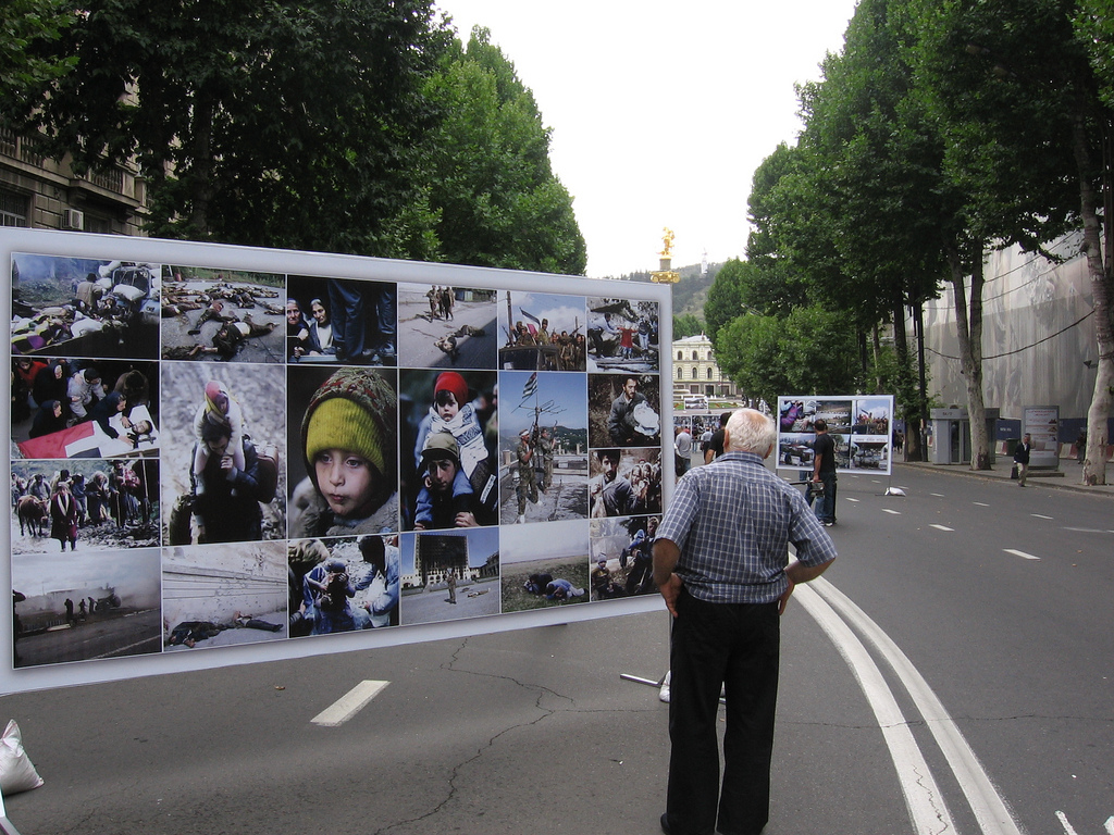 Tbilisi, 7th  August 2009. During the first anniversary of the 2008 war in South Ossetia, photographs displayed in the central street of Tbilisi also recall the conflicts of the early 1990s. (photo G. Comai)