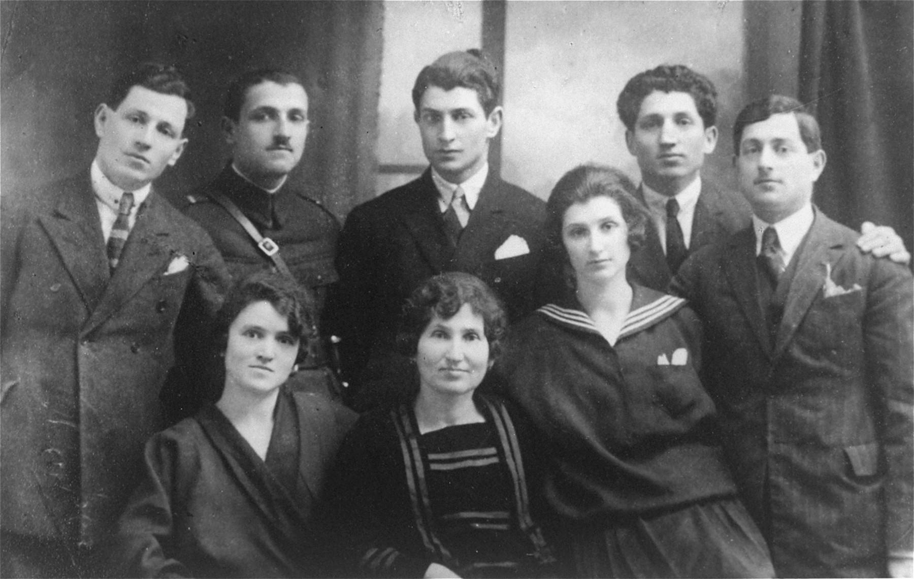 Famiglia di ebrei rumeni, ritratto