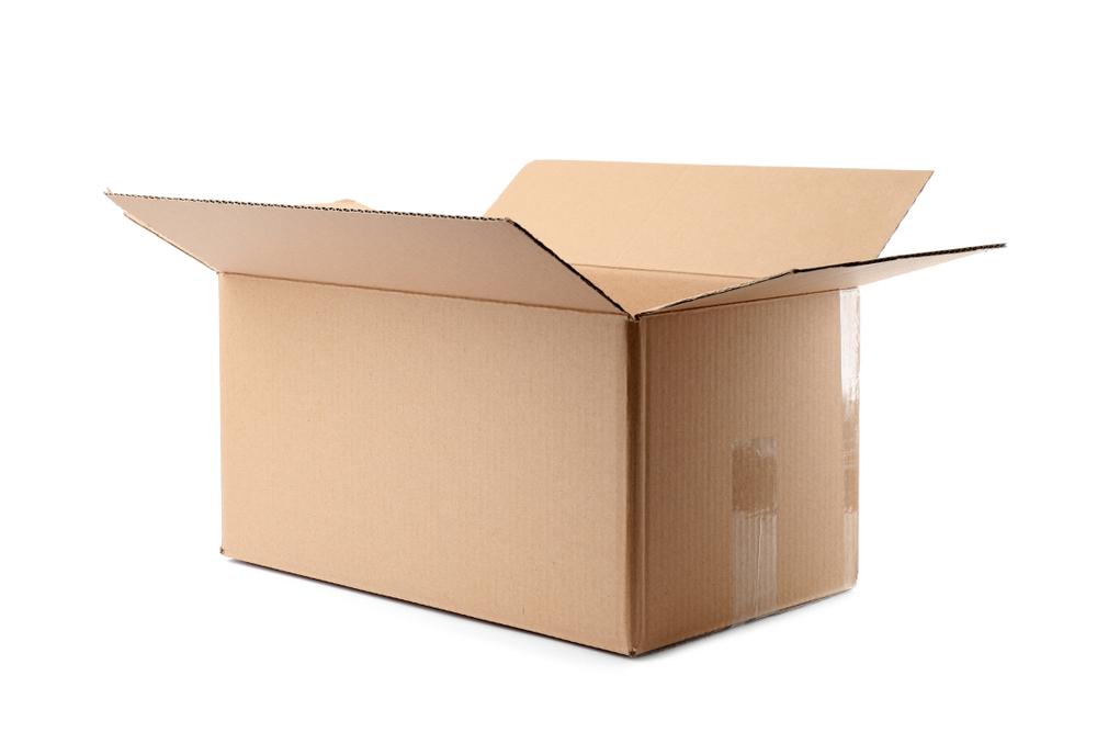 Una scatola di cartone aperta © New Africa/Shutterstock