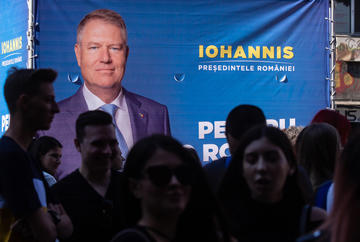 Manifesto elettorale di Iohannis - Di LCV/Shutterstock