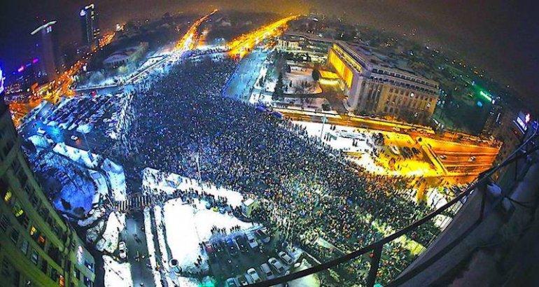 Piazza Victoriei, Bucarest (foto di Corupta Ucide - Facebook)