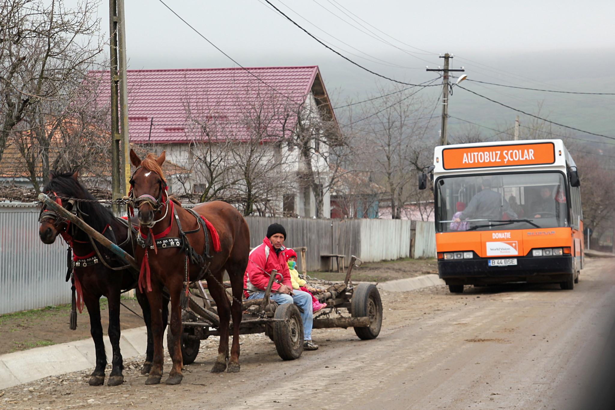 L'autobus del doposcuola - Drăxeni, distretto di Vaslui (foto di G. Comai)