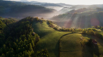 Paesaggio rurale in Trasilvania - Daniel Balakov/Shutterstock