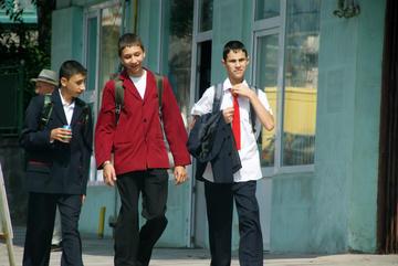 Ragazzi al rientro dalla scuola, Romania (Michaela/flickr)