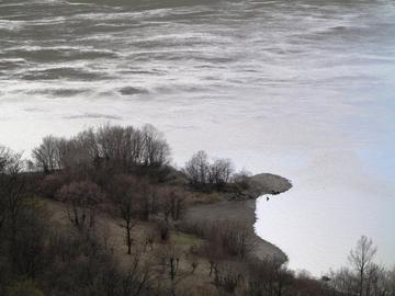 La riva serba del Danubio, un sogno per molti. Foto: Bogdan Constantinoiu