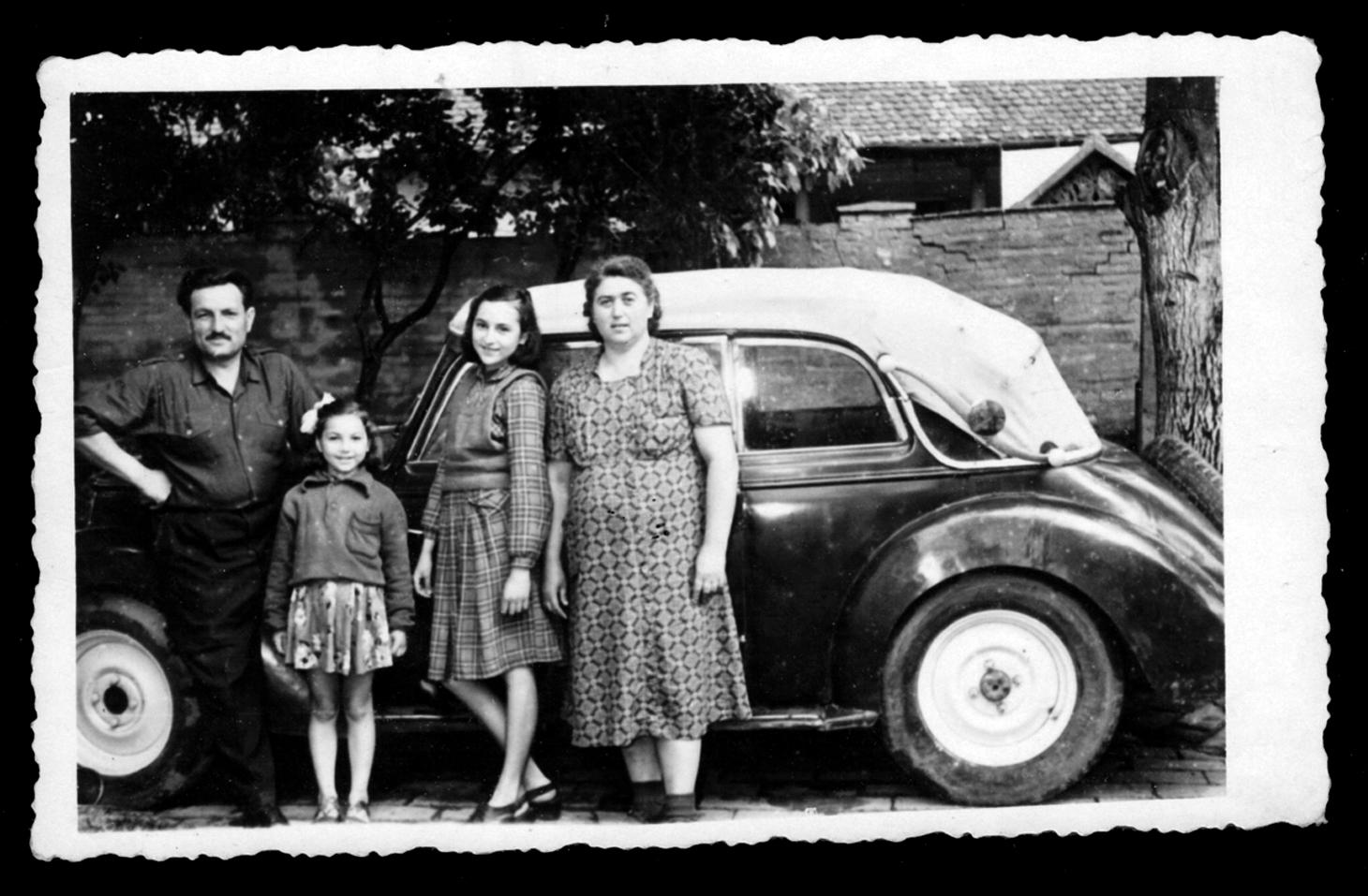 Da sinistra a destra Petar, Olga, Milanka e Spasenija, anni cinquanta. Foto archivio Aleksandar Zograf