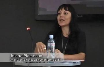 Jelena Plamenac, autrice del dossier, durante la conferenza stampa
