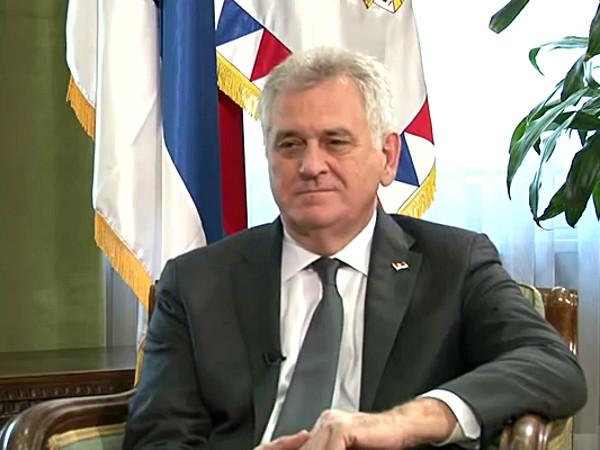Tomislav Nikolic durante l'intervista alla tv bosniaca