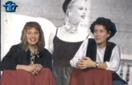 Una giovane Maja Skovran (a sinistra) durante una trasmissione televisiva