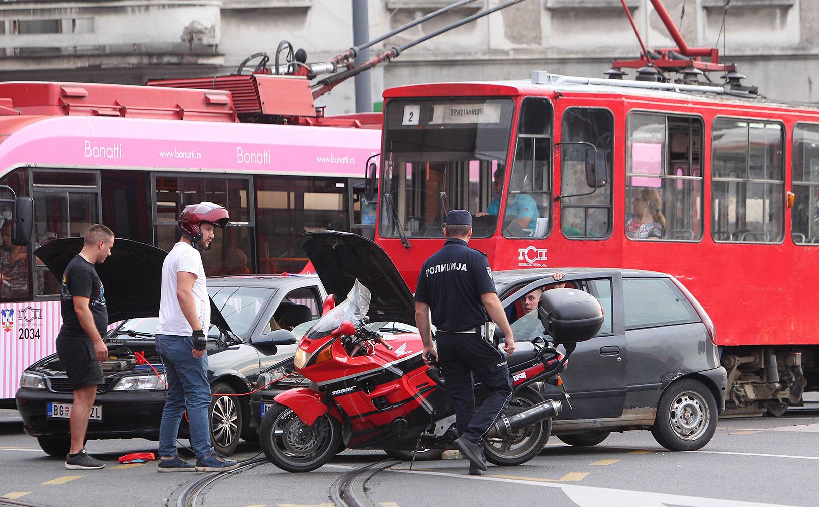 Blocco nel centro di Belgrado (foto Beta)
