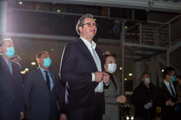 Aleksandar Vučić  accoglie l'arrivo di aiuti dalla Cina, 21 marzo 2020 (foto © SkyStudioRS/Shutterstock)