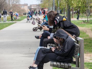 Girls on a bench in the centre of Belgrade - ©BalkansCat/Shutterstock