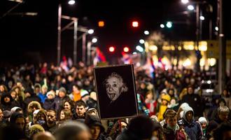 Protests in Belgrade's streets - © Lunja/Shutterstock