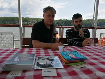 Caffè letterario con Zograf sul battello (foto G. Vale)