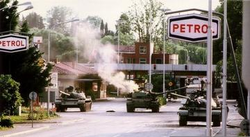 """Clashes between the Yugoslav Federal Army and Slovenian Territorial Defense at the border crossing of the """"Red House"""", near Gorizia, following Slovenia's declaration of independence - photo by Peter Bozic - CC BY 3.0, Wikimedia"""