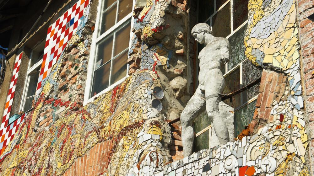 Una facciata della Metelkova, Lubiana (© Volha Stasevich/Shutterstock)