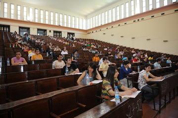 Istanbul, studenti all'esame di accesso per l'università (© thomas koch/Shutterstock)