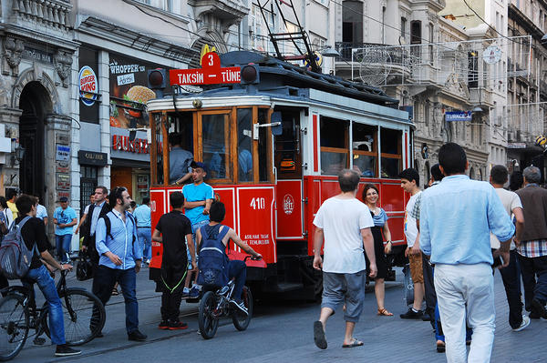 İstiklal Caddesi - Istanbul (photo by L. Zanoni)