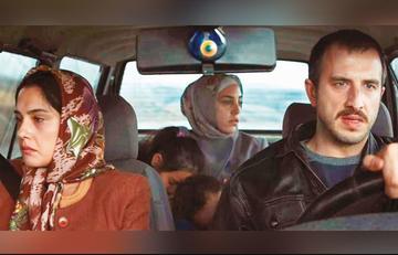 Un fotogramma della serie turca Bir Başkadır