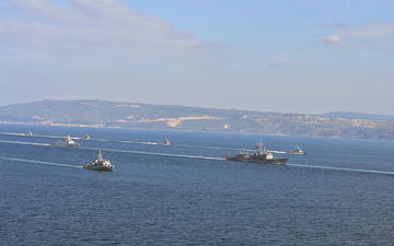 Turkish warships in the Dardanelles (© thomas koch/Shutterstock)