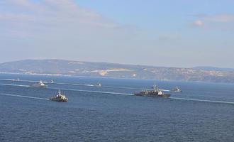 Turkish warships in the Dardanelles (© thomas koch/Shutterstock)