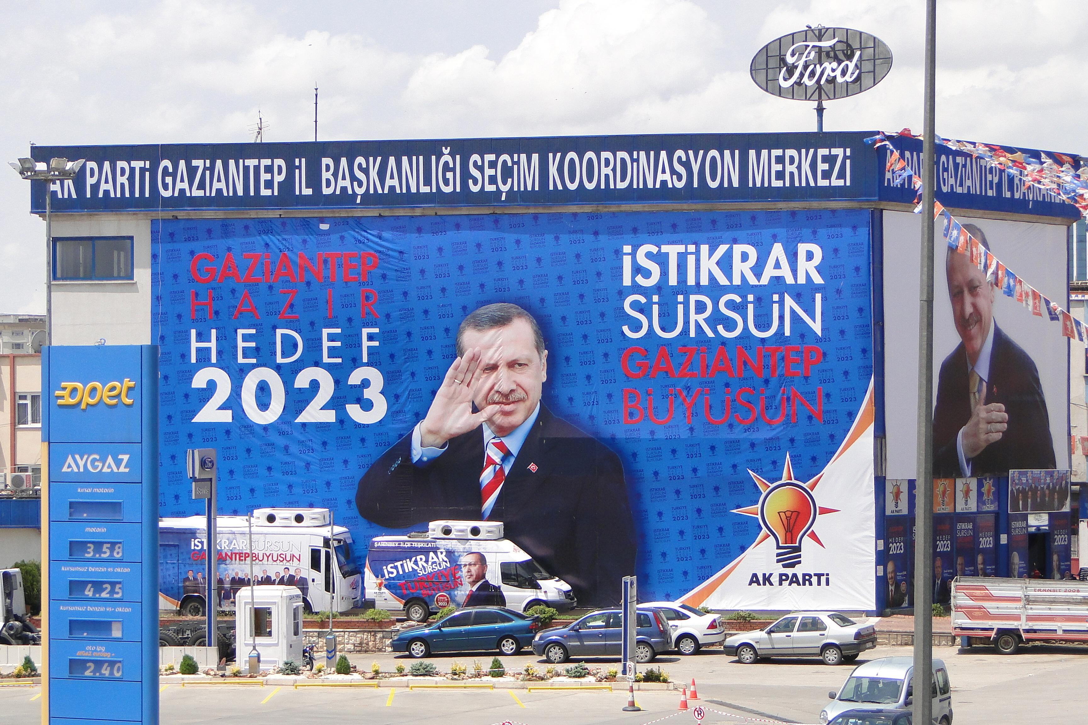 Manifesti elettorali per Recep Tayyip Erdoğan (foto Andam Jones)