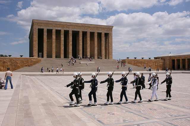 Cambio della guardia al Mausoleo di Atatürk