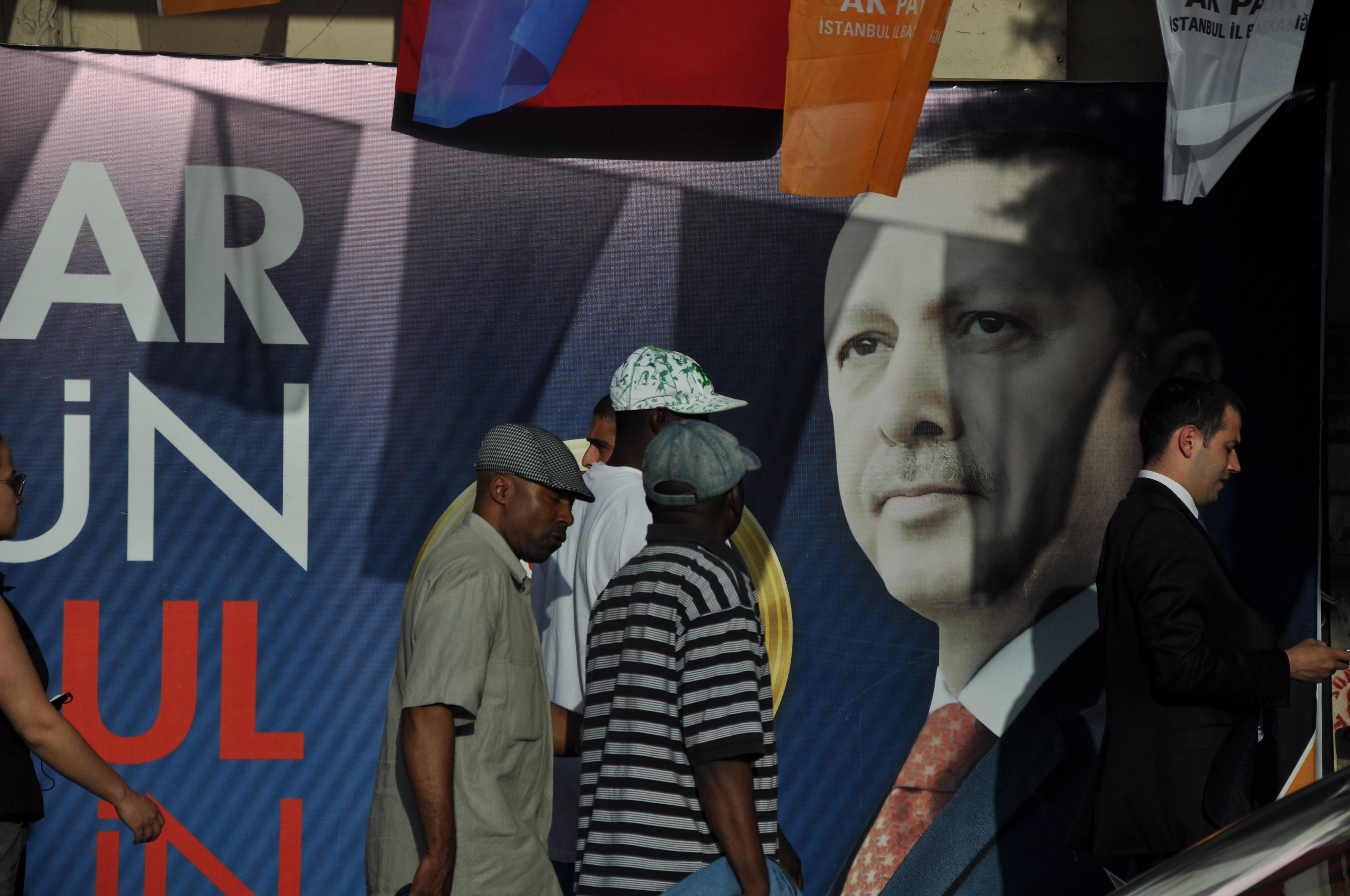 Manifesto elettorale (foto di Alberto Tetta)