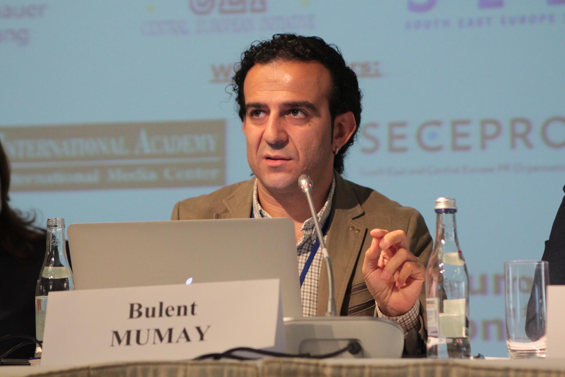 Bülent Mumay durante il SEEMO Forum di Bucarest (novembre 2015)