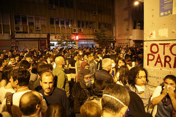 Manifestanti nei pressi di Taksim - A.Geybullayeva