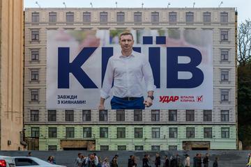Un poster elettorale di Vitaliy Klyčko in centro a Kiev (© S.Borisovich/Shutterstock)