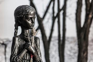 """Un monumento presso il Museo nazionale """"Memoriale alle vittime dell'Hlodomor"""", Kiev - © Sergey Slonitskyi/Shutterstock"""