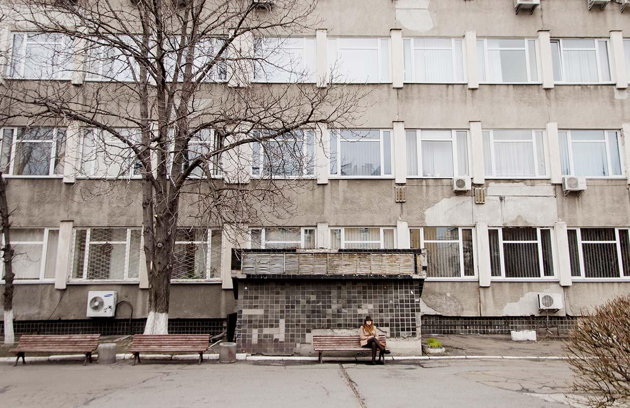 Cortile e aula della Scuola di giornalismo dell'Università Mohyla (foto M. Tacconi)