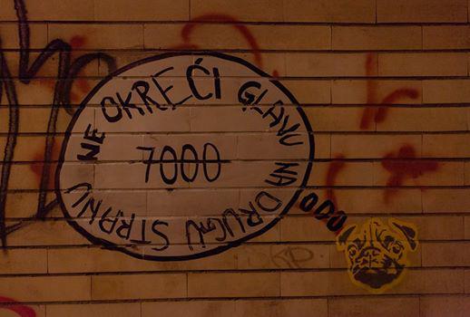 Un graffito a favore dell'iniziativa (Non voltare la testa dall'altra parte 7000 - foto Dusan Masic)