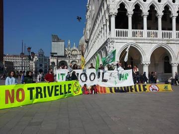 Flashmob a Venezia, 28 febbraio 2015 - S.O.S. za Jadran.jpg
